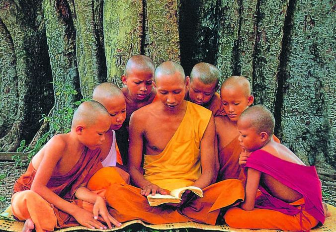 buddhist-monk-teaching-novi